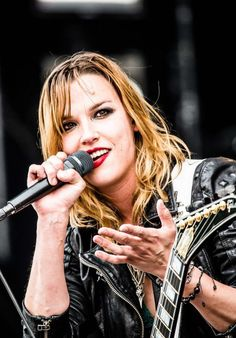 Are joe and lizzy from halestorm dating advice