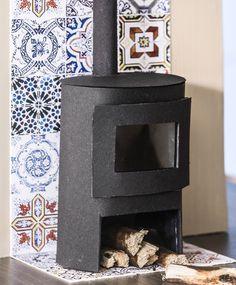 Nukkekodin sisustus: askartele kamiina   Meillä kotona Crafts For Kids, Decorative Boxes, Miniatures, Furniture, Home Decor, Dollhouse Supplies, Crafts For Children, Decoration Home, Kids Arts And Crafts