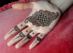 It is not easy to find out latest mehandi designs or new henna designs specially when internet is full with same old but beautiful henna des. Cool Henna Designs, Eid Mehndi Designs, Mehndi Design Photos, Mehndi Designs For Fingers, Beautiful Henna Designs, Mehndi Patterns, How To Do Henna, Henna Drawings, Henna Style