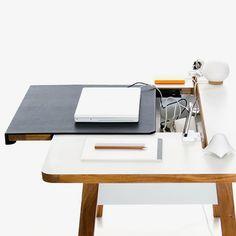 Intelligent solution: writing desk 150 cm - Ws/Holz von Bluelounge | MONOQI