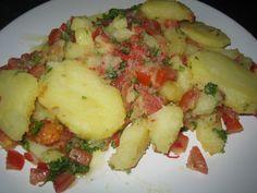 De escribano is een pittige aardappelsalade, typisch uit Arequipa. In alle restaurants waar wij in Arequipa zijn geweest, kwamen er een of twee borden escribano midden op tafel te staan. Deze werde…