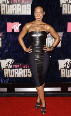 Alicia Keys Strapless Dress - Alicia Keys was a vixen at the MTV VMAs in a strapless leather clad dress.