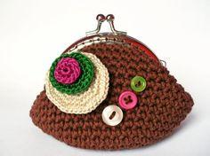 Monedero-neceser de ganchillo con boquilla metálica Crochet Coin Purse, Crochet Purses, Big Purses, Free Pattern, Diy And Crafts, Satchel, Crochet Patterns, Fancy, Wallet