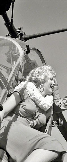 1952: Marilyn Monroe disembarking a helicopter