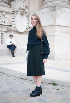 Street Style Models Paris Fashion Week Streetstyle : Black & Navy  by www.lelook.eu
