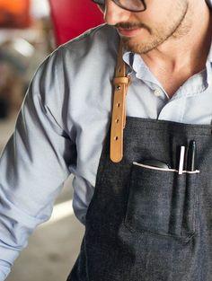 Selvedge Denim & Leder Schürze Made in USA von AmericanNative Cafe Uniform, Waiter Uniform, Restaurant Uniforms, Restaurant 2, American Restaurant, Bourbon And Boots, Work Aprons, Leather Apron, Denim Ideas