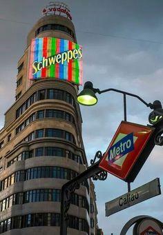 Running Of The Bulls, Metro Rail, Foto Madrid, Pamplona, Gaudi, Urban Art, Beautiful Places, Barcelona, Spain