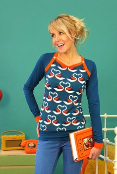 Langarm Shirt, blau, Schwan // longsleeve, blue, swan by Bonnie & Buttermilk via DaWanda.com