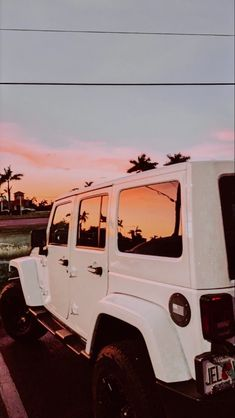 My own desire for Jeeps began when I'm in high school graduation, noisy . Beach Aesthetic, Summer Aesthetic, Retro Aesthetic, Aesthetic Women, Aesthetic Gif, Travel Aesthetic, Aesthetic Clothes, Photo Wall Collage, Picture Wall