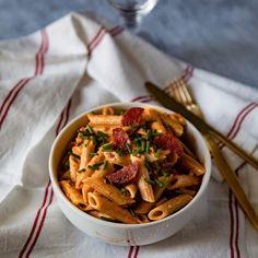 Pâtes à la crème de chorizo Pasta Recipes, Thai Red Curry, Spaghetti, Cooking, Ethnic Recipes, Easy, Pasta Party, Food, Inspiration