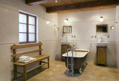 Koupelna se solitérní vanou