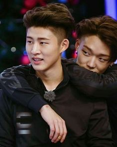 This is probably my favourite Hanbin and Bobby picture. The hair cuts and colour. The way Bobby has his arms around Hanbin. Their stares 😫😫🔥🔥 Kim Hanbin Ikon, Ikon Kpop, K Pop, Ikon Member, Winner Ikon, Kim Ji Won, Double B, Kpop Couples, Korean Star