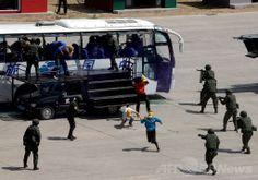 中国・北京(Beijing)で、1989年の天安門(Tiananmen)事件から間もなく25年を迎えるにあたって行われた大規模な対テロ・暴動制圧演習の様子(2014年5月29日撮影)。(c)AFP ▼30May2014AFP|北京警察が「テロ制圧」大演習、天安門事件25年を前に実力誇示 http://www.afpbb.com/articles/-/3016340 #Elimination_exercises
