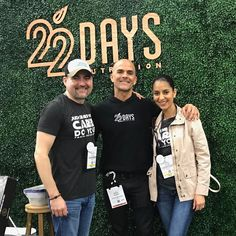 Hanging out with the one of our favorite influential persons we know Marco Borges of @22daynutrition he has a fantastic program and cookbook The 22 Day Revolution on Amazon. His philosophy is any habit can be broken in 21 days and he shows you how to become PlantBased with more than 150 vegan recipes.  They also have so many plant power  protein shakes and bars that contain 20 grams of protein with all natural ingredients. We tried all bar flavors with PB & Chocolate Chip Nirvana to be a hit…