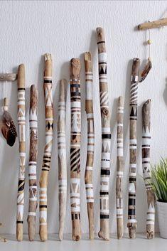 Driftwood Shelf, Painted Driftwood, Driftwood Projects, Paint Sticks, Stick Art, Branch Decor, Boho Diy, Macrame Patterns, Nature Crafts