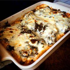 Vegetarisk lasagne med fetaost, soltorkade tomater, oliver och spenat