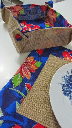 Belimach Table Tips Sewing Hacks, Sewing Projects, Projects To Try, Handmade Crafts, Diy And Crafts, Arts And Crafts, Mug Rugs, Fabric Crafts, Burlap