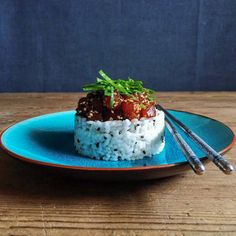 Spicy tuna tartar with black sesame rice - Tartar de atun con arroz y sesamo negro