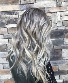 Wavy Side-Part Hairstyle - 60 Super Chic Hairstyles for Long Faces to Break Up the Length - The Trending Hairstyle Blonde Highlights On Dark Hair, Blonde With Dark Roots, Light Blonde Hair, Blonde Hair Looks, Dark Blonde Hair, Light Hair, Root Smudge Blonde, Shadow Root Blonde, Long Face Hairstyles