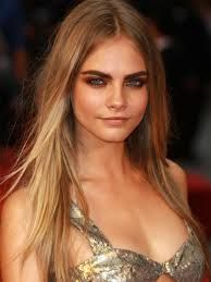 Model Cara Delevingne and other full-browed beauties inspired us all to step away from the tweezers and let our eyebrows grow in naturally. No plucking, no tweezing--instead we filled in them in with powder and tamed them with a bit of brow gel. Delevigne Cara, Cara Delevingne Fashion, Cara Delevingne Eyebrows, Cara Delvingne, Klum, Lisa Marie Presley, Celebrity Makeup, Celebrity Photos, Celebrity Style