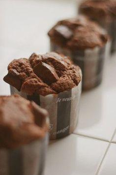 簡単♪リッチなダブルチョコレートマフィン Sweets Recipes, No Bake Desserts, Baking Recipes, Cake Recipes, Chocolate Muffins, Chocolate Desserts, Zumbo Desserts, Making Sweets, Bakery Cafe