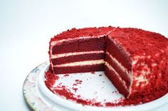 Yumuşacık kırmızı kadife kek ve labneli nefis kreması ile muhteşem pastaya dönüşen müthiş bir lezzet.Red velvet cake olarak bilinen kırmızı kadife kek nefis