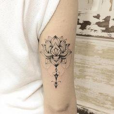 """1,509 Likes, 1 Comments - @minimaltatts on Instagram: """"Tattoo artist by @krisyuka #tattoos #tattooed #tattoo #tattu #tattooartist #tattuaggio #amazingink…"""""""