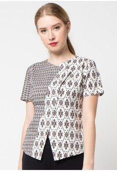 Monochrome 2 from bhatara batik in black Batik Kebaya, Batik Dress, Blouse Batik Modern, Mode Batik, Style Africain, Batik Fashion, Blouse Models, Short Tops, Indian Designer Wear