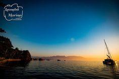 E sobre domingo ainda... Se tivesse que colocar na ponta do lápis esse final de semana não tenho dúvidas que chamaria de O Final de Semana FOTOGRÁFICO!   Acordar sedo tem suas vantagens... Uma delas é poder aproveitar toda a beleza do sol nascendo. Valeu muito a pena acordar muito cedo pegar a barca das 4h30 da matina. Além de tudo desde o momento que acordei tava rezando para não ter a névoa tradicional do inverno carioca.   #leandromarinofotografia #bestoftheday #picoftheday #photooftheday…