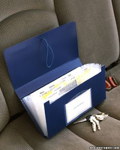 Car Organizer Store everything you need for the road in a small accordion-file folder. Include registration and insurance information, emergency contact numbers, maps, and directions (file them instead of having to rewrite them every time). Accordion Folder, Emergency Preparedness, Survival, Martha Stewart Home, O Gas, Decoration Originale, New Drivers, Car Cleaning, Organizing Ideas