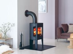 Stunning small gas heating stoves and high resolution small wood fireplace 1 small gas fireplace stove Small Gas Fireplace, Home Fireplace, Fireplace Facing, Gas Fireplaces, Fireplace Ideas, Wood Burning Stove Corner, Corner Stove, Mini Wood Stove, Modern Stoves