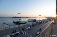 Le port de Trapani, vue depuis un balcon du B&B Belveliero.