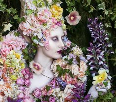 Wonderland - 'The Secret Locked in the Roots of a Kingdom' - Kirsty Mitchell Photography Artistic Fashion Photography, Fashion Photography Inspiration, Fine Art Photography, Floral Fashion, Fashion Art, Crazy Fashion, Style Fashion, Fashion Design, Flower Costume
