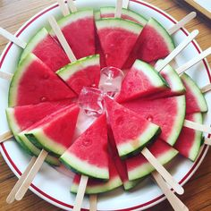 Really fresh 🍉💦🍉💦 Hawaiian Luau Party, Tropical Party, Picnic Snacks, Party Snacks, Picnic Party Decorations, Watermelon Birthday Parties, Graduation Cookies, Minion Party, Pig Birthday