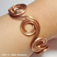 'Round and Round' Copper Wire Bracelet TUTORIAL pattern on Craftsy.com #diy