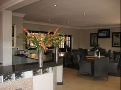 Welcome to Fly Inn Lodge, a spacious and elegantly designed lodge 10 minutes away from OR Tambo International Airport.