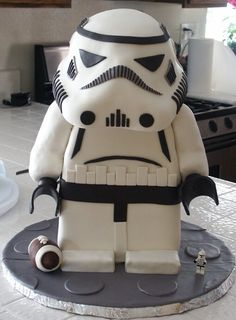 LEGO Stormtrooper Cake: Step by step instructions.