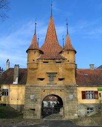 Ekaterina Gate in Brasov, the only medieval gate in town Brasov Romania, Barcelona Cathedral, Gate, Medieval, Two By Two, Building, Travel, Viajes, Portal