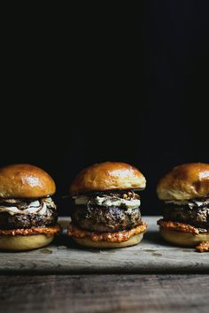 THE PUNCH-IT BURGER WITH HARISSA TOMATO SAUCE AND CREAM CHEESE: #burger #cheeseburger #harissa