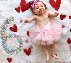 New Baby Photoshoot Girl Newborn Tutus 58 Ideas Monthly Baby Photos, Cute Baby Photos, Baby Girl Pictures, Monthly Pictures, Photo St Valentin, Baby Shooting, Exposition Photo, Anne Geddes, Foto Baby