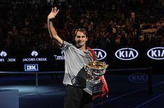 Federe quitte le cours avec sa coupe après avoir remporté son 18ème titre du Grand Chelem - We love tous Federer - Open d'Australie - We love tennis !