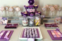 Una de las mesas tematizadas de dulces de Clara y Susana