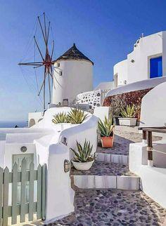 S corner santorini, greece phot beautiful places in Oia Santorini, Santorini Island, Santorini House, Mediterranean Houses, Myconos, Greek House, Greece Islands, Photos Voyages, London City