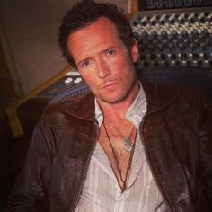 I Fall To Pieces, Velvet Revolver, Scott Weiland, Stone Temple Pilots, Just Beautiful Men, Love Is Gone, Music Tv, Falling Down, Celebs