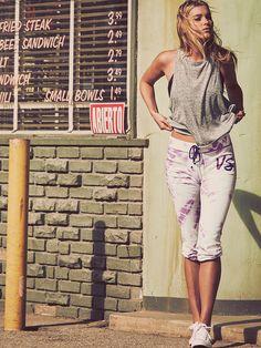 Un pantalon de survêtement casual Victoria's Secret rose marbré, ça nous botte !