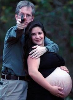 Poser enceinte à côté d'un flingue ? Bof.
