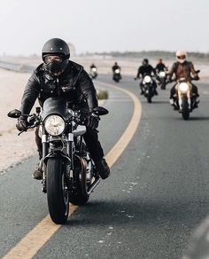 Reiten ist etwas, was die meisten Leute nicht tun müssen… Why ride a motorcycle? Riding is something most people do not have to do, but … – ° ᴛᴡᴏ-Шʜᴇᴇʟs † – Cafe Racing, Cafe Racer Motorcycle, Motorcycle Style, Motorcycle Images, Motorcycle Accessories, Estilo Cafe Racer, Cafe Racer Style, Moto Custom, Harley Davidson