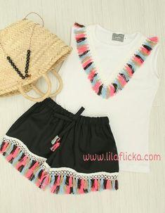 5dc4ac5f0 Comprar camiseta blanca adornada con flecos y pantalón corto negro con  flecos para niña de Mon