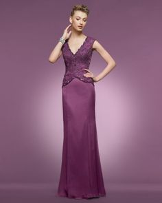 Traje para madrina en color lila con escote en V. Imagen Couture Club by Rosa Clara