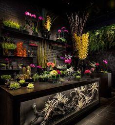 Vandal Restaurant Celebrates Street Art and Street Food – Gartendekoration Flower Shop Decor, Flower Shop Design, Flower Shop Interiors, Store Interiors, Florist Shop Interior, Flower Cafe, Flower Shops, Flower Window, Flower Boutique